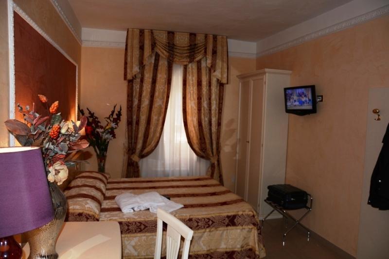Centro storico stabile palazzo in vendita stabile for Compro casa roma centro