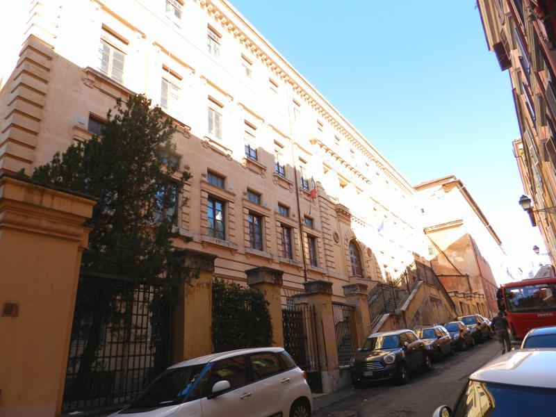 Centro storico appartamento in vendita appartamento in for Case in vendita roma centro
