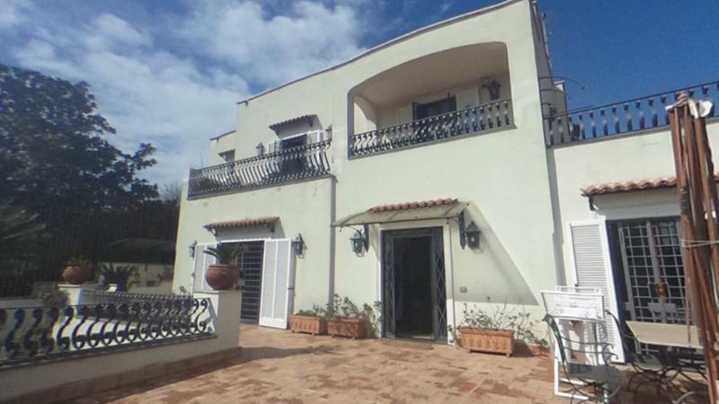 Chiaia posillipo villa plurifamigliare in vendita villa for Case in vendita napoli
