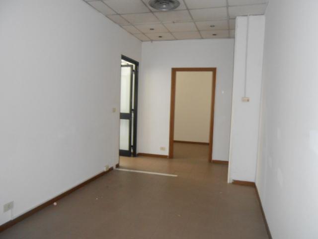 Uffici locali locali uso ufficio in vendita locali uso for Immobili uso ufficio roma